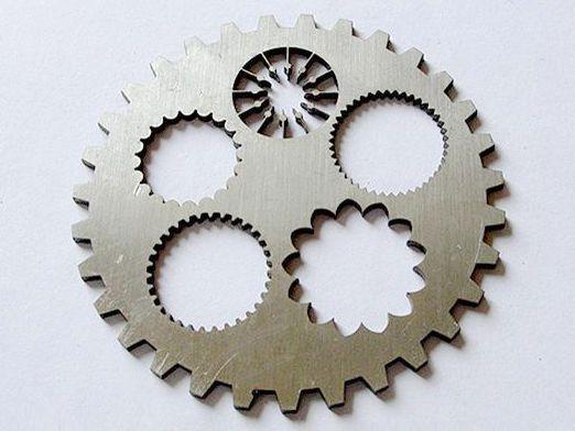 潍坊不锈钢剪板折弯操作机器时要注意哪些地方